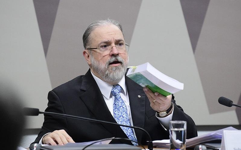 Bolsonaro confirma recondução de Aras para a PGR