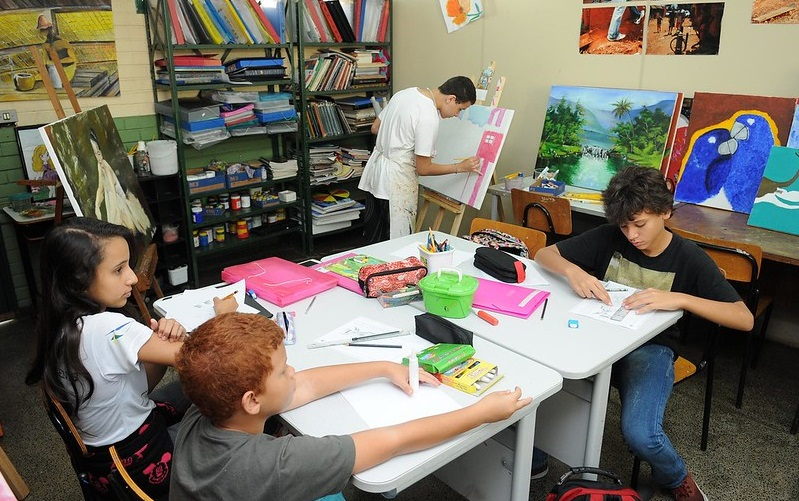 Escolas particulares retomam nesta segunda-feira as aulas presenciais