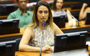 Deputada Flávia Arruda