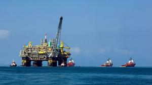 Exploração de petróleo alto mar Misto Brasília