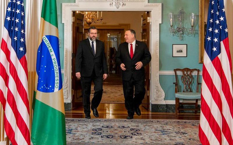 Ministro Ernesto Araújo e Mike Pompeo