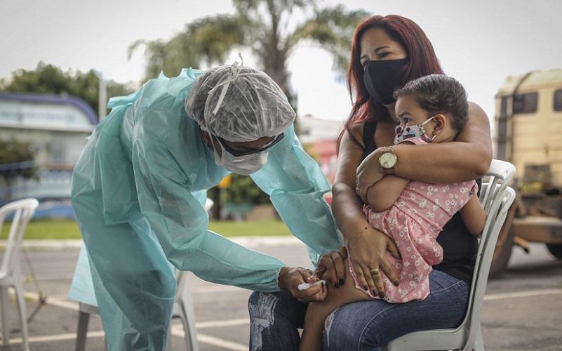 Professores do DF começam a ser vacinados contra a gripe