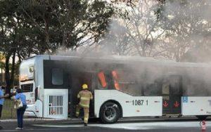 Ônibus pega fogo Palácio do Planalto