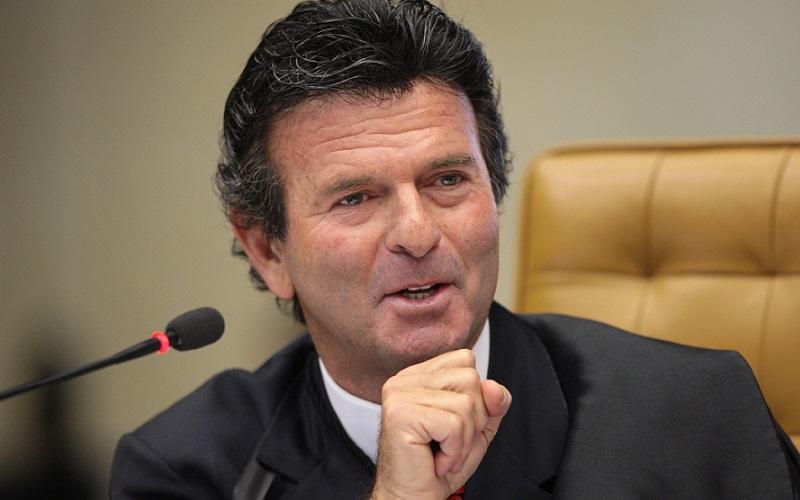 Fux responde a Bolsonaro e diz que ninguém fechará o Supremo Tribunal