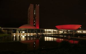 Congresso Nacional iluminação vermelha