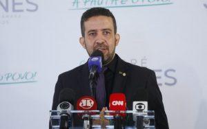 Deputado André Janones