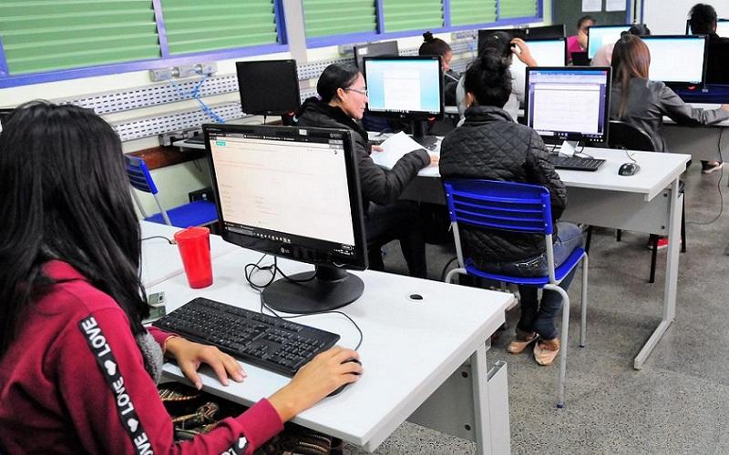 Banco digital oferece bolsas com auxílio financeiro para estudantes