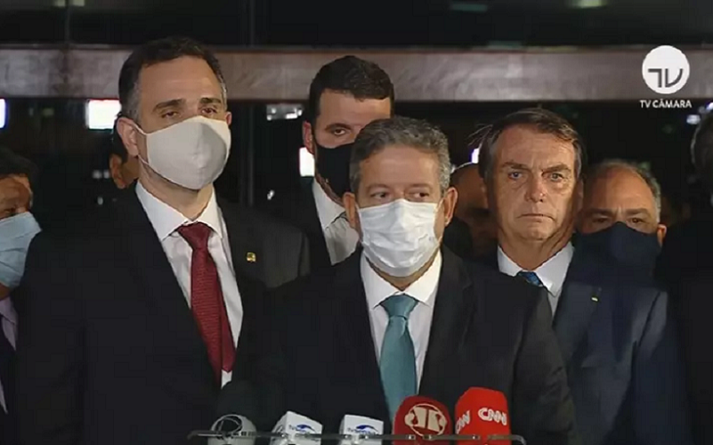 Bolsonaro diz em entrevista que irá vetar fundo eleitoral