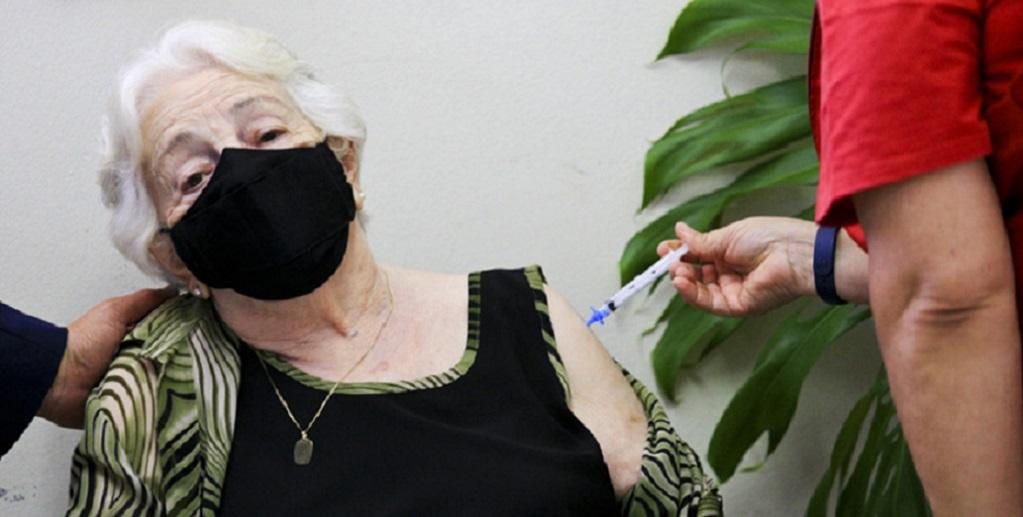 vacinacao-Zita-Ferreira-Magalhães-104-anos DF