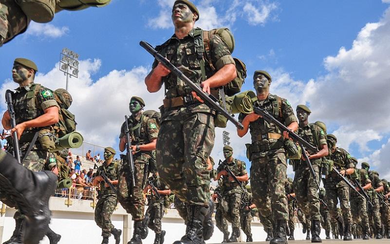 Desfile militar Exército Misto Brasília