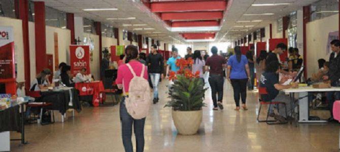 Centro universitário faz workshop para melhorar o currículo