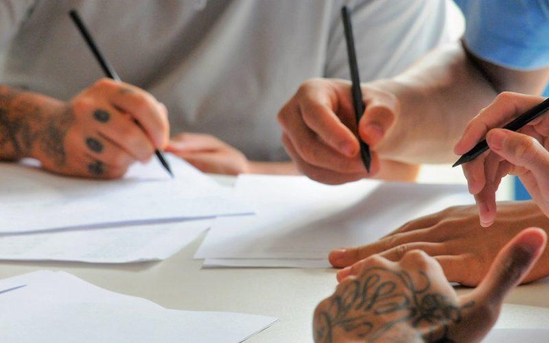 Adolescentes da Unidade de Internação de São Sebastião aprendem tatuagem dentro das aulas de cultura e arte/Paulo H Carvalho/Agência Brasília