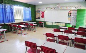 Escola sala de aula vazia DF