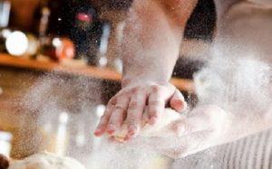 Trabalhador mãos padaria