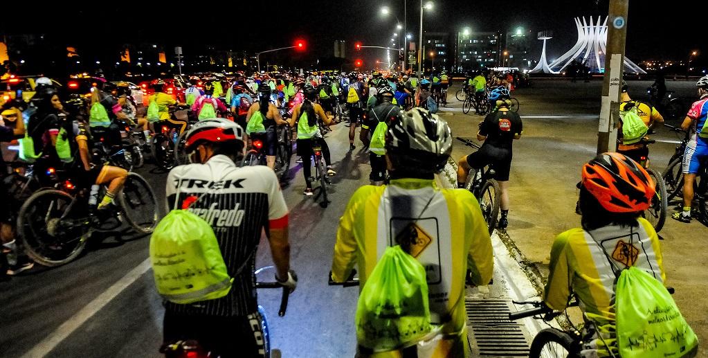 Ciclistas passeio Esplanada dos Ministérios DF