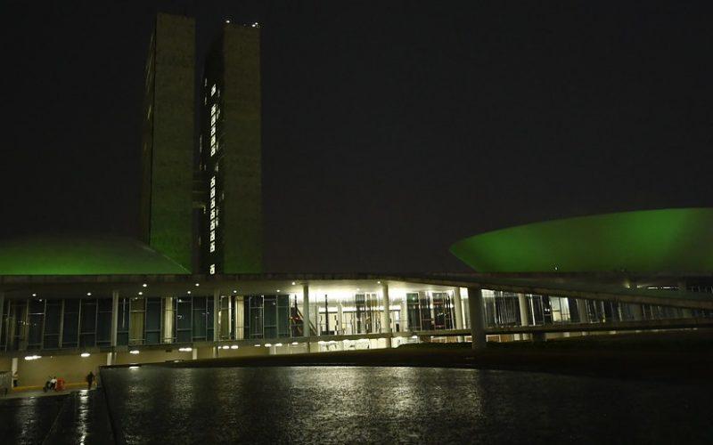Edifício principal do Congresso recebem iluminação com a cor verde em apoio a campanha à doação de órgãos/Jefferson Rudy/Agência Senado