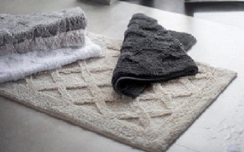 Loja no Shopping Iguatemi faz promoção de toalhas gigantes e tapetes