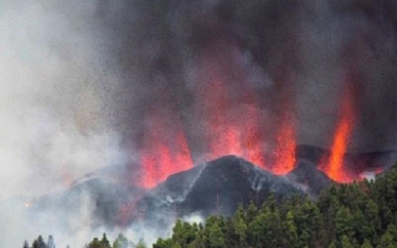 Erupção de vulcão obriga evacuação de 5 mil pessoas na Espanha
