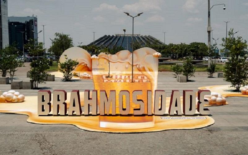 Praça do Conjunto Nacional é escolhida para campanha de cervejaria