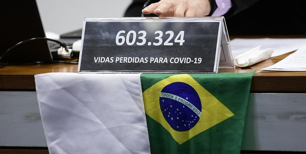 CPI da Covid bandeira com mortes Misto Brasília