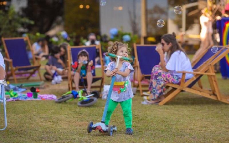 Criança brincando CCBB Brasília