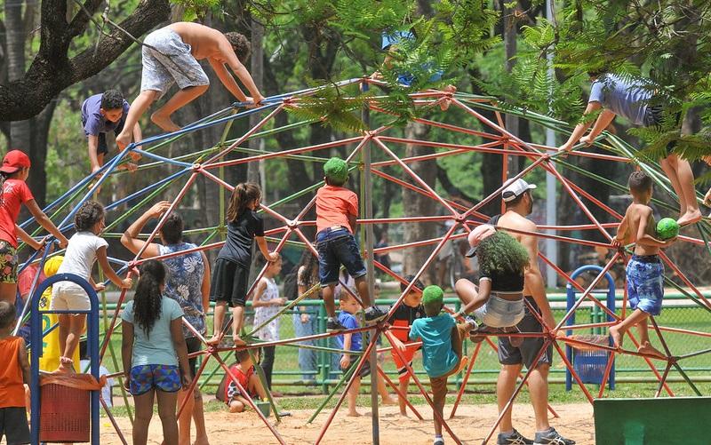 Crianças parque de diversões DF Misto Brasília