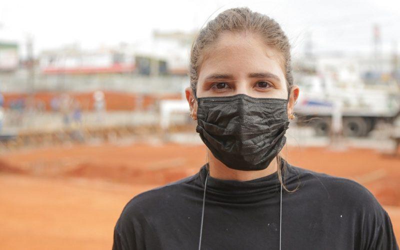 Guizella Paloma é a engenheira que acompanha a construção do viaduto do Recanto das Emas, que será entregue logo/Tony Oliveira/Agência Brasília