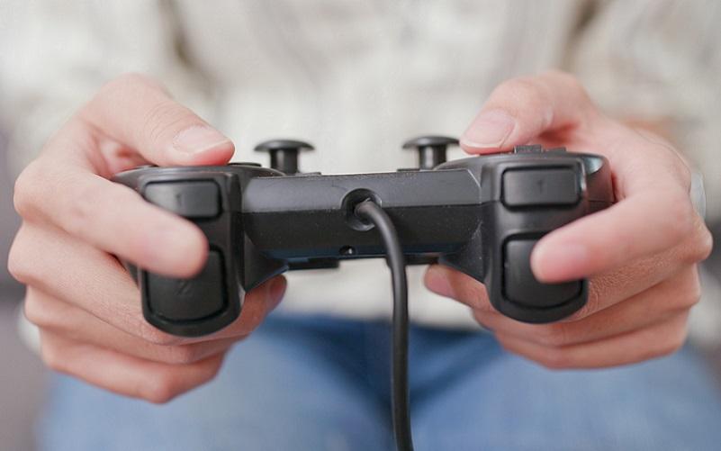 Menos impostos para games X distribuição gratuita de absorventes